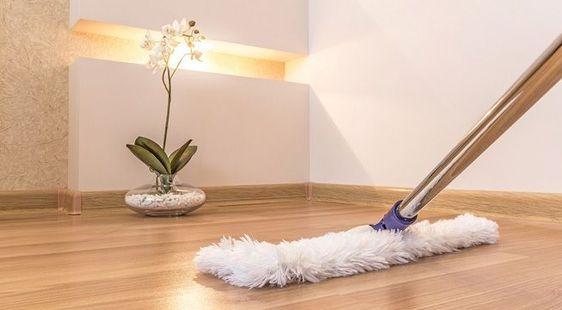 como limpiar el suelo de vinilo